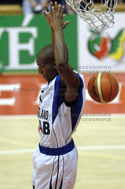 16-09-2006 BASKETBAL: NEDERLAND - ALBANIE: NIJMEGEN<br /> De basketballers hebben ook hun vierde wedstrijd in de kwalificatiereeks voor het Europees kampioenschap in winst omgezet. In Nijmegen werd een ruime overwinning geboekt op Albanie: 94-55 / Sydmill harris<br /> &copy;2006-WWW.FOTOHOOGENDOORN.NL