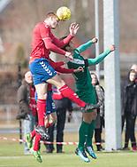 FODBOLD: Rasmus Grønne (Slagelse BI) vinder hovedstødsduel med Luca De Biase (Fredensborg BI) under kampen i Danmarksserien mellem Fredensborg BI og Slagelse BI den 7. april 2018 på Fredensborg Stadion. Foto: Claus Birch