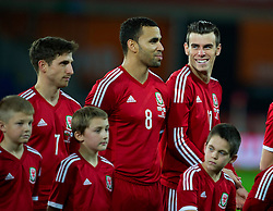 16.11.2013, Cardiff City Stadium, Cardiff, WAL, Fussball Testspiel, Wales vs Finnland, im Bild Wales' Gareth Bale smiles as the teams line up // during the international friendly match between Wales and Finland at the Cardiff City Stadium in Cardiff, Great Britain on 2013/11/17. EXPA Pictures &copy; 2013, PhotoCredit: EXPA/ Propagandaphoto/ Kieran McManus<br /> <br /> *****ATTENTION - OUT of ENG, GBR*****