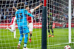 14-08-2018 NED: Champions League AFC Ajax - Standard de Liege, Amsterdam<br /> Third Qualifying Round,  3-0 victory Ajax during the UEFA Champions League match between Ajax v Standard Luik at the Johan Cruijff Arena / David Neres #7 of Ajax scores the 3-0, Klaas Jan Huntelaar #9 of Ajax celebrate