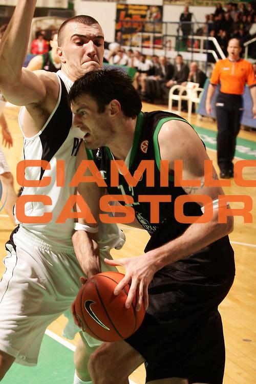 DESCRIZIONE : Siena Eurolega 2007-08 Top 16 Montepaschi Siena Partizan Igokea Belgrado <br /> GIOCATORE : Ksistof Lavrinovic <br /> SQUADRA : Montepaschi Siena <br /> EVENTO : Eurolega 2007-2008 <br /> GARA : Montepaschi Siena Partizan Igokea Belgrado <br /> DATA : 14/02/2008 <br /> CATEGORIA : Penetrazione  <br /> SPORT : Pallacanestro <br /> AUTORE : Agenzia Ciamillo-Castoria/P.Lazzeroni