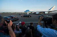 """18 JUN 2013, BERLIN/GERMANY:<br /> Fotografen, Fotojournalisten fotografieren die Airfoce Number One, eine umgebaute Langstreckenversionen der Boeing 747-200B mit der USAF-Bezeichnung VC-25A, das Flugzeug des Praesidenten der USA, Barack Obama, und seine Limousine, Cadillac One oder auch """"The Beast"""" im Look eines Cadillac DTS, nach seiner Ankunft auf dem militaerischen Teil des Flughafens Berlin Tegel, Besuch des Praesidenten der Vereinigten Staaten von Amerika in Deutschland<br /> IMAGE: 20130618-01-050<br /> KEYWORDS: Präsident U.S.A., Flugzeug, Staatskarosse, Dienstwagen"""