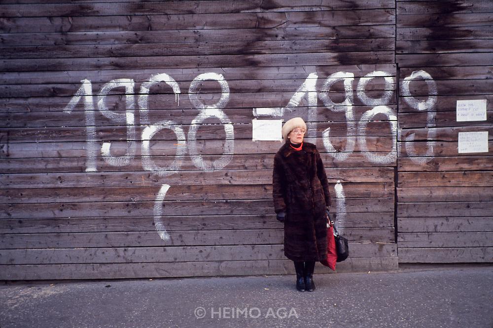 November 22, 1989. Czechoslovakia. A graffity remembering the crushing of Prague Spring. (Photo Heimo Aga)