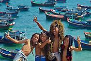 Vietnam images-Children-seascape-Quy Nhon hoàng thế nhiệm hoàng thế nhiệm