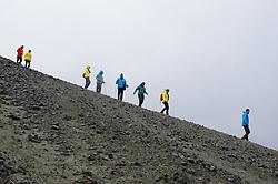 05-07-2014 NED: Iceland Diabetes Challenge dag 1, Landmannalaugar <br /> Vandaag ging de challenge van start. Met een bus gingen we van Vogar naar Landmannalaugar en zagen we de eerste tekenen van het prachtige landschap van IJsland / groep team
