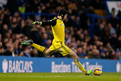 Petr Cech of Chelsea in action - Photo mandatory by-line: Rogan Thomson/JMP - 07966 386802 - 13/12/2014 - SPORT - FOOTBALL - London, England - Stamford Bridge - Chelsea v Hull City - Barclays Premier League.