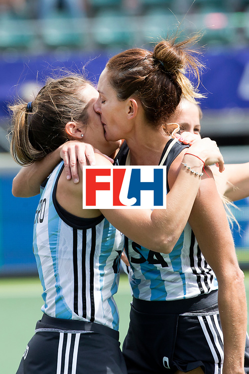 THE HAGUE - Rabobank Hockey World Cup 2014 - 14-06-2014 - 3/4 Place - WOMEN -  ARGENTINA - USA  - Luciana Aymar samen met Martina Cavallero.<br /> Copyright: Willem Vernes