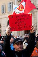 Roma 5 Aprile 2010.Democrazia Day .Sit-in del Popolo viola in Piazza Montecitorio «contro le leggi ad personam», organizzata in concomitanza col voto in Aula sul conflitto di attribuzione
