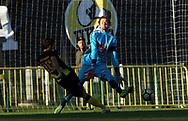3.9.2017, Tapiolan Urheilupuisto, Espoo.<br /> Ykkönen 2017.<br /> FC Honka - Kokkolan Pallo-Veikot.<br /> Joonas Myllymäki (KPV) v Lucas Kaufmann (Honka).