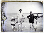 1900s seascape father and children