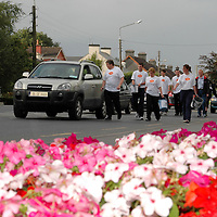 """26/08/05<br />Fine Gael TD Pat Breen with members of Young Fine Gael who are collecting money from motorists in Ennis as part of there walk from Galway to Limerick to raise funds and highlight the work of """"AWARE"""", who work to help combat depression in Ireland. <br />Picture. Cathal Noonan/Press22."""