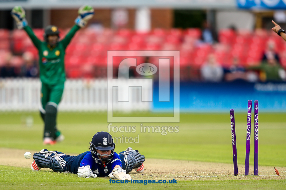 Tammy Beaumont of England kakes her ground during the Royal London One Day Series match at Fischer County Ground, Leicester<br /> Picture by Andy Kearns/Focus Images Ltd 0781 864 4264<br /> 21/06/2016