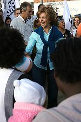 A candidata ao governo do Estado do RS, Yeda Crusius durante visita a vila dos papeleiros, em Porto Alegre. FOTO: Jefferson Bernardes/Preview.com