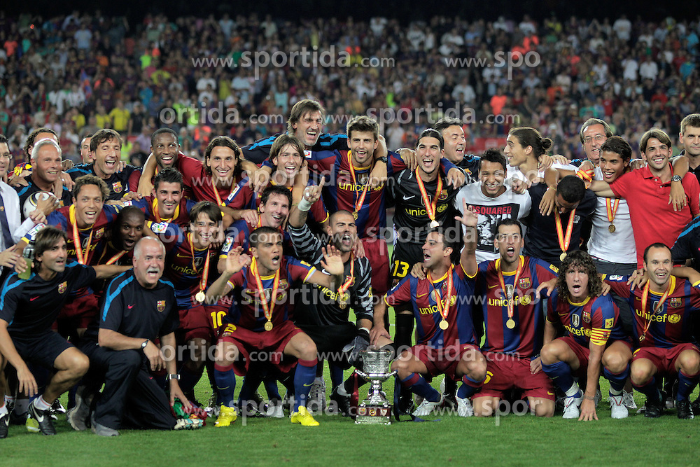 21.08.2010, Stadion Camp Nou, Barcelona, ESP, Supercup, FC Barcelona vs FC Sevilla, im Bild FC Barcelona's players celebrate the victory in the SuperCup of Spain Final match. EXPA Pictures © 2010, PhotoCredit: EXPA/ Alterphotos/ Acero +++++ ATTENTION - OUT OF SPAIN / ESP +++++ / SPORTIDA PHOTO AGENCY