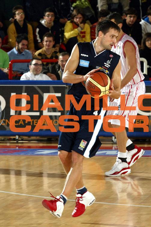 DESCRIZIONE : Teramo Lega A1 2005-06 Navigo.it Tramo Upea Capo Orlando <br /> GIOCATORE : Janicenoks <br /> SQUADRA : Upea Capo Orlando <br /> EVENTO : Campionato Lega A1 2005-2006 <br /> GARA : Navigo.it Tramo Upea Capo Orlando <br /> DATA : 08/01/2006 <br /> CATEGORIA : Palleggio <br /> SPORT : Pallacanestro <br /> AUTORE : Agenzia Ciamillo-Castoria/G.Ciamillo