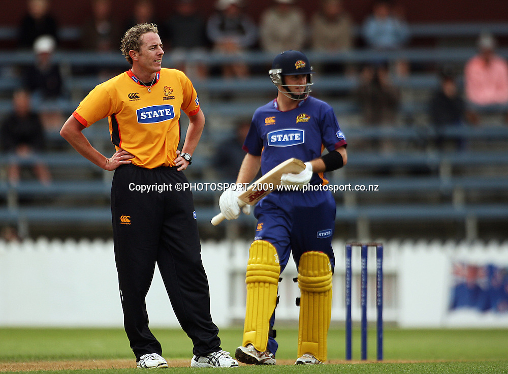 Wellington bowler Iain O'Brien and Otago opener Aaron Redmond watch as Shaun Haig's shot hits the boundary.<br /> State Shield cricket. Wellington Firebirds v Otago Volts at Allied Prime Basin Reserve, Wellington. Friday, 2 January 2009. Photo: Dave Lintott/PHOTOSPORT