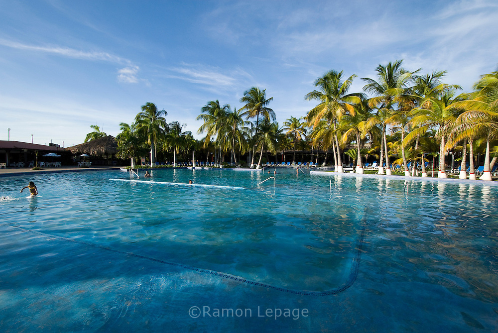 Hotel Coral Reef, Parque Nacional Morrocoy. Estas playas se encuentran entre las poblaciones de Tucacas y Chichiriviche, en la región costera centro-norte del estado Falcón, en Venezuela. (Ramon Lepage / Orinoquiaphoto) .