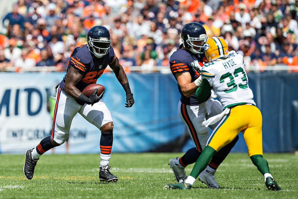 CHICAGO, IL - SEPTEMBER 13:  Martellus Bennett #83 of the Chicago Bears runs the ball during a game against the Green Bay Packers at Soldier Field on September 13, 2015 in Chicago, Illinois.  The Packers defeated the Bears 31-23.  (Photo by Wesley Hitt/Getty Images) *** Local Caption *** Martellus Bennett