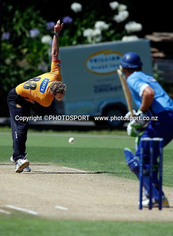 Ian O'Brien bowling, State Shield cricket, Auckland Aces v Wellington Firebirds, Eden Park Outer Oval, Auckland. 14 January 2009. Photo: William Booth/PHOTOSPORT