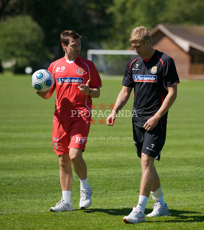 BISHAM, ENGLAND - Tuesday, June 2, 2009: Wales' Jack Collison has his fitness assessed by physiotherapist Dyfri Owen during training at Bisham Abbey ahead of the 2010 FIFA World Cup Qualifying Group 4 match against Azerbaijan. (Pic by David Rawcliffe/Propaganda)