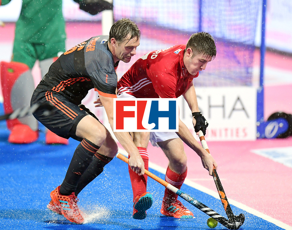 Odisha Men's Hockey World League Final Bhubaneswar 2017<br /> Match id:17<br /> England v Netherlands<br /> Foto: Mirco Pruijser (Ned) and Liam Sanford (Eng) <br /> COPYRIGHT WORLDSPORTPICS FRANK UIJLENBROEK