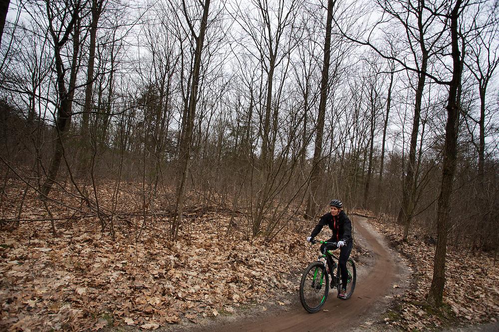 Bij Zeist fietsen mountainbikers over het speciaal aangelegde mountainbike parcours.<br /> <br /> Mountainbike riders at the special track near Zeist.