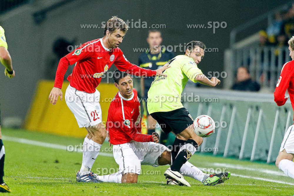 27.10.2010,  Tivoli, Aachen, GER, DFB Pokal, Alemannia Aachen vs Mainz 05, 2. Runde, im Bild: Andreas Ivanschitz (Mainz #25) / Malik Fathi (Mainz #3) / Marco Hoeger (Aachen #37) im Dreikampf  EXPA Pictures © 2010, PhotoCredit: EXPA/ nph/  Mueller+++++ ATTENTION - OUT OF GER +++++