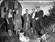 Travelling family, the Murphy's, at Kilpedder, Co. Wicklow.13/10/1958, barrel, top, wagon,