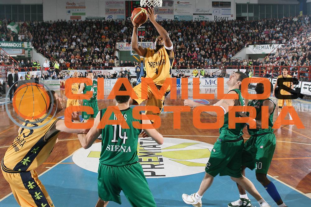 DESCRIZIONE : Porto San Giorgio Lega A1 2007-08 Premiata Montegranaro Montepaschi Siena <br /> GIOCATORE : Ricky Minard <br /> SQUADRA : Premiata Montegranaro <br /> EVENTO : Campionato Lega A1 2007-2008 <br /> GARA : Premiata Montegranaro Montepaschi Siena <br /> DATA : 20/01/2008 <br /> CATEGORIA : Tiro <br /> SPORT : Pallacanestro <br /> AUTORE : Agenzia Ciamillo-Castoria/G.Ciamillo