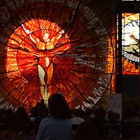 Toluca, México (Marzo 21, 2019).- El maestro organista Victor Urbán ofreció un concierto en el Jardín Botánico del Cosmovitral, en el marco del espectáculo visual que ofrece la entrada de luz que ilumina el vitral del Hombre Sol al atardecer del Equinoccio de Primavera.  Agencia MVT / Crisanta Espinosa.