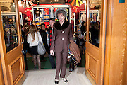 ESTHER RANTZEN, CIRQUE DU SOLEIL LONDON PREMIERE OF VAREKAI. Royal albert Hall. 5 January 2009