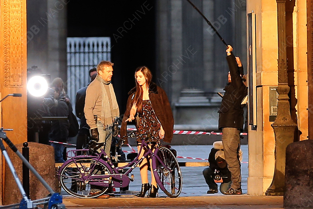 01.FEBRUARY.2013. PARIS<br /> <br /> KEVIN COSTNER AND CO-STAR HAILEE STEINFELD FILMING SCENES FOR THEIR UPCOMING MOVIE 'THREE DAYS TO KILL' DIRECTED BY MCG IN PARIS, FRANCE ON FEBRUARY 1, 2013. THE FILM TELLS THE STORY OF A DYING SECRET SERVICE AGENT TRYING TO RECONNECT WITH HIS ESTRANGED DAUGHTER AND WHOM IS OFFERED AN EXPERIMENTAL DRUG THAT COULD SAVE HIS LIFE IN EXCHANGE FOR ONE LAST ASSIGNMENT<br /> <br /> BYLINE: EDBIMAGEARCHIVE.CO.UK<br /> <br /> *THIS IMAGE IS STRICTLY FOR UK NEWSPAPERS AND MAGAZINES ONLY*<br /> *FOR WORLD WIDE SALES AND WEB USE PLEASE CONTACT EDBIMAGEARCHIVE - 0208 954 5968*