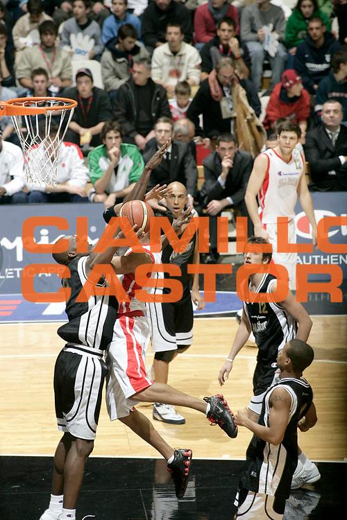 DESCRIZIONE : Bologna Lega A1 2005-06 Tim All Star Game <br /> GIOCATORE : Williams <br /> SQUADRA : All Star Ail <br /> EVENTO : Tim All Star Game 2005-2006 <br /> GARA : All Star Quadrifoglio Vita All Star Ail <br /> DATA : 11/12/2005 <br /> CATEGORIA : Penetrazione <br /> SPORT : Pallacanestro <br /> AUTORE : Agenzia Ciamillo-Castoria/L.Villani
