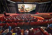 Nederland, the Netherlandse, 5-12-2015     Vandaag startte de nieuwe CineMec langs de N325 bij Nijmegen met haar filmvoorstellingen.De bioscoop beschikt over de grootste bioscoopzaal van West-Europa en heeft 750 stoelen. Hiervoor is een projector beschikbaar die zijn licht haalt van laserlicht met een lichtopbrengst van 60.000 lumen, waardoor ook bij 3d een helder beeld bereikt wordt. Een gewone projector zit op 15.000 lumen. De eerste film was The Martian die in 3D werd getoond. Cinemec is onderdeel van Pathe, pathéFOTO: FLIP FRANSSEN/ HH