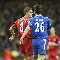 Fotball<br /> Premier League England 2004/2005<br /> Foto: SBI/Digitalsport<br /> 01.01.2005<br /> NORWAY ONLY<br /> <br /> Liverpool v Chelsea<br /> <br /> Liverpool's Steven Gerrard shares a joke with Chelsea's John Terry