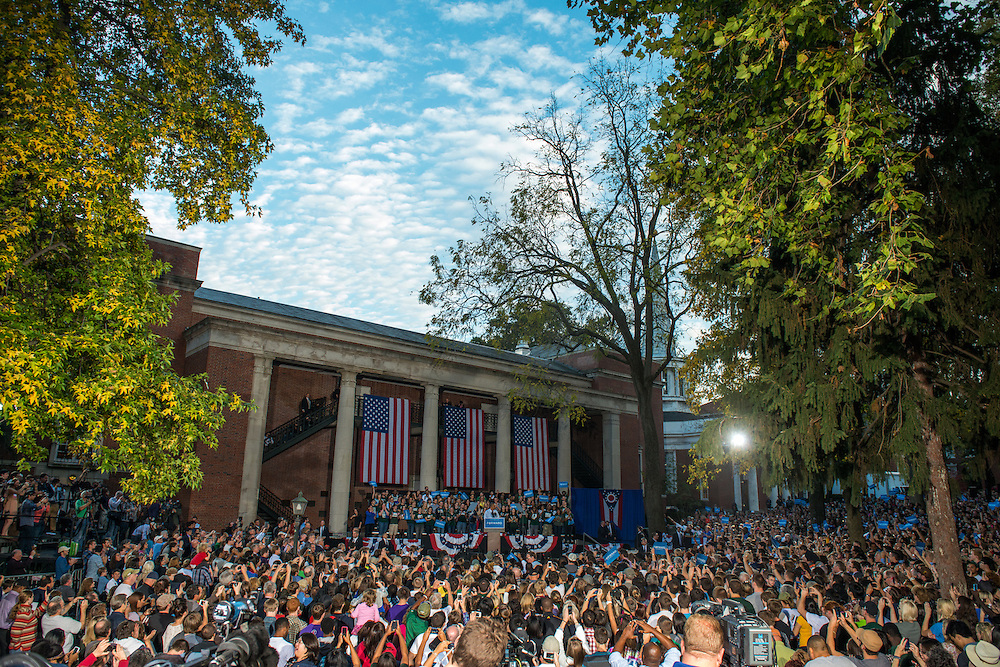 14,000 people listen to President Obama speak on the College Green at Ohio University in Athens. Photo by Ben Siegel/ Ohio University
