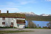 Både Sylene, Sylan, og Skardsfjellene er ennå snødekt. Stugudalen og Stugusjøen. Foto: Bente Haarstad