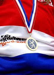 06-01-2007 WIELRENNEN: NK VELDRIJDEN VROUWEN: WOERDEN<br /> Medaille , item wielrennen veldrijden creative<br /> ©2007-WWW.FOTOHOOGENDOORN.NL