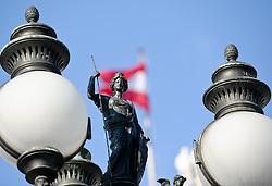 THEMENBILD - Parlament an einen Sonnentag im Jaenner. Der Bau des Parlaments, damals Reichsrat genannt, begann 1861 unter Architekt Theophil Hansen und wurde 1883 fertiggestellt.  das Bild wurde am 25. Jaenner 2012 aufgebommen, im Bild Laterne Parlament, AUT, EXPA Pictures © 2012, PhotoCredit: EXPA/ M. Gruber