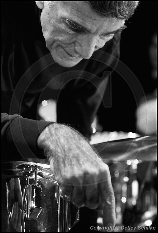 Berlin, DEU, 03.11.1991: Jazz Music , Louie Bellson, Big Band, JazzFest, Berlin, 03.11.1991 ( Keywords: Musiker ; Musician ; Musik ; Music ; Jazz ; Jazz ; Kultur ; Culture ) ,  [ Photo-copyright: Detlev Schilke, Postfach 350802, 10217 Berlin, Germany, Mobile: +49 170 3110119, photo@detschilke.de, www.detschilke.de - Jegliche Nutzung nur gegen Honorar nach MFM, Urhebernachweis nach Par. 13 UrhG und Belegexemplare. Only editorial use, advertising after agreement! Eventuell notwendige Einholung von Rechten Dritter wird nicht zugesichert, falls nicht anders vermerkt. No Model Release! No Property Release! AGB/TERMS: http://www.detschilke.de/terms.html ]