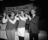 1971 - 12/10 Cork Dry Gin Cocktail Shaking Competition