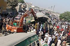 Karachi:  passenger trains collide with each other in Karachi, 3 Nov. 2016