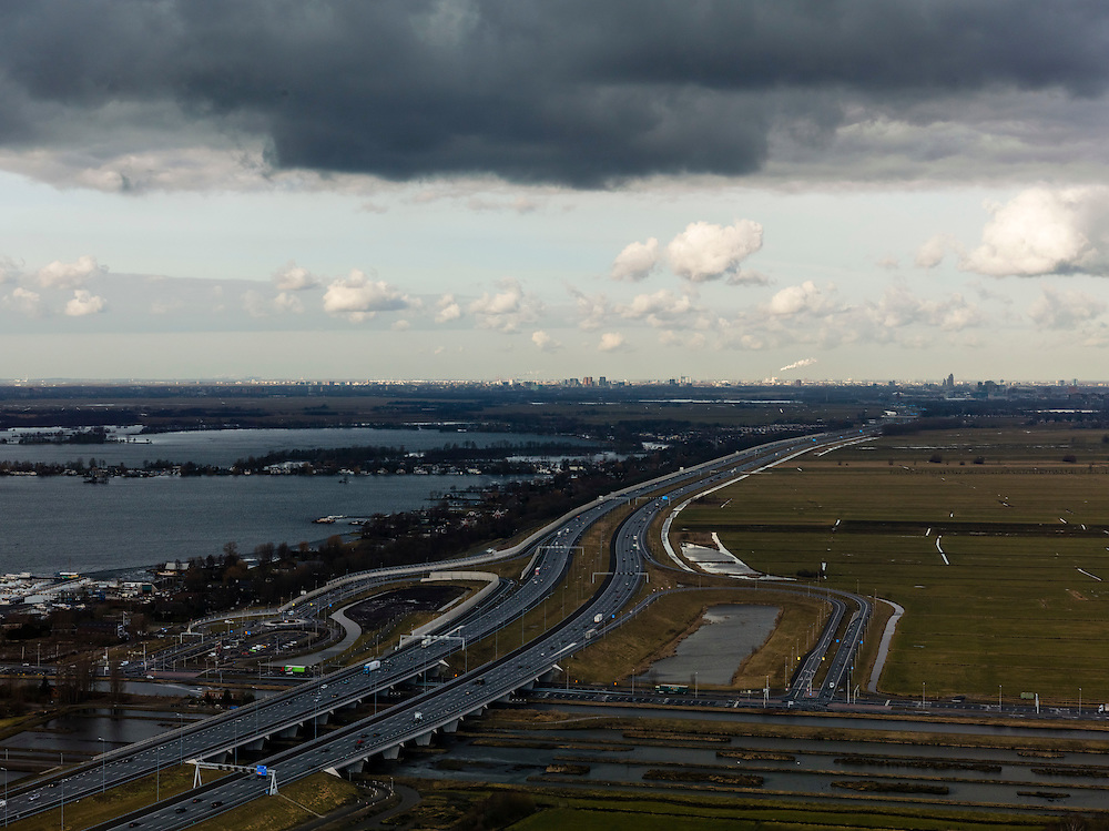 Nederland, Utrecht, Gemeente Stichtse Vecht, 20-02-2012; op- en afritten N201 naar de A2, links Vinkenveensche Plassen, skyline Amsterdam aan de horizon.Motorway along the recreation area Vinkeveensche Plassen..luchtfoto (toeslag), aerial photo (additional fee required);.copyright foto/photo Siebe Swart.