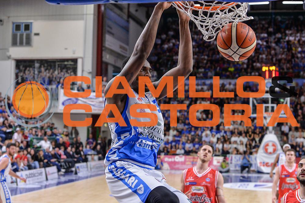 DESCRIZIONE : Beko Legabasket Serie A 2015- 2016 Playoff Quarti di Finale Gara3 Dinamo Banco di Sardegna Sassari - Grissin Bon Reggio Emilia<br /> GIOCATORE : Jarvis Varnado<br /> CATEGORIA : Schiacciata<br /> SQUADRA : Dinamo Banco di Sardegna Sassari<br /> EVENTO : Beko Legabasket Serie A 2015-2016 Playoff<br /> GARA : Quarti di Finale Gara3 Dinamo Banco di Sardegna Sassari - Grissin Bon Reggio Emilia<br /> DATA : 11/05/2016<br /> SPORT : Pallacanestro <br /> AUTORE : Agenzia Ciamillo-Castoria/L.Canu