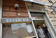 Roma, 06/06/2006: Negozi degli immigrati all'Esquilino.