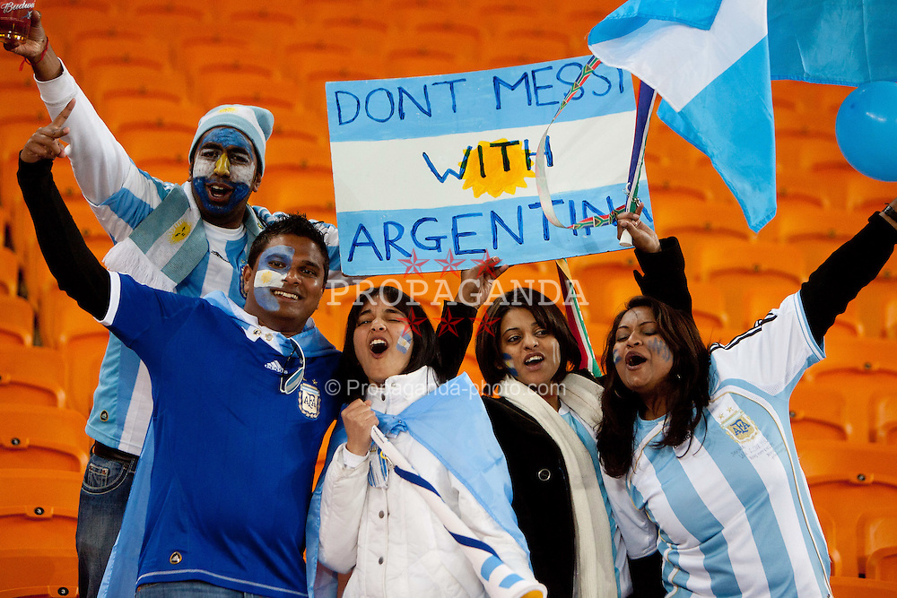 27.06.2010, Soccer City Stadium, Johannesburg, RSA, FIFA WM 2010, Argentina (ARG) vs Mexico (MEX), im Bild Argentina's Lionel Messi Fans celebrate after the 2010 FIFA World Cup South Africa. EXPA Pictures © 2010, PhotoCredit: EXPA/ Sportida/ Vid Ponikvar +++ Slovenia OUT +++