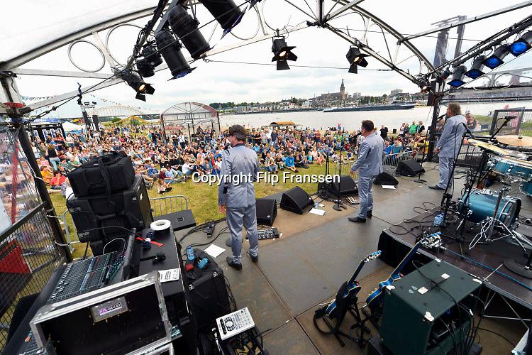 Nederland, Nijmegen,16-7-2016Zomerfeesten zaterdagmiddag . Festival oP HET eILAND. Enge Buren treden opFoto: Flip Franssen