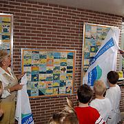 Onthulling tegeltableau als afsluiting jubileumjaar zwembad de Sijsjesberg Huizen