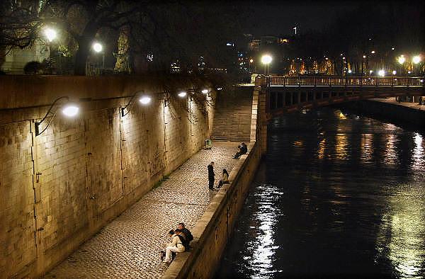 Frankrijk, Parijs, 28-3-2010Langs de kade van de Seine bij avond. Exterieur.Foto: Flip Franssen/Hollandse Hoogte