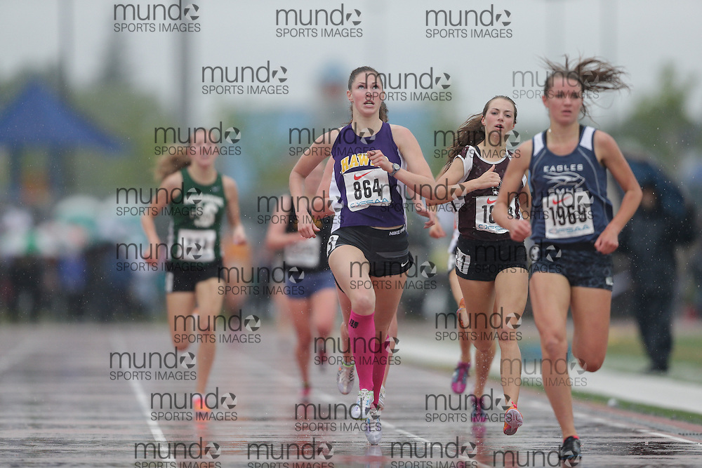 Rebecca Wendt of Henry Street HS - Whitby competes at the 2013 OFSAA Track and Field Championship in Oshawa Ontario, Thursday,  June 6, 2013.<br /> Mundo Sport Images/ Geoff Robins